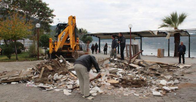 10 yıldır hizmet veren Kültür Büfe ruhsatsız olduğu gerekçesiyle yıkıldı