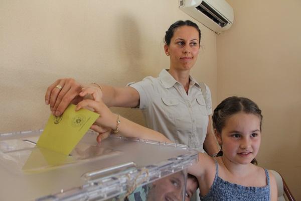 Fethiye'deki gurbetçiler ilk oylarını verdi