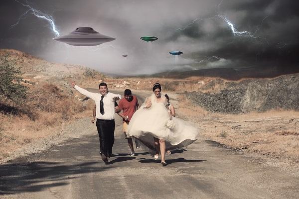 Evlenecek çiftlerin fotoğraflarına kurgu katıyor