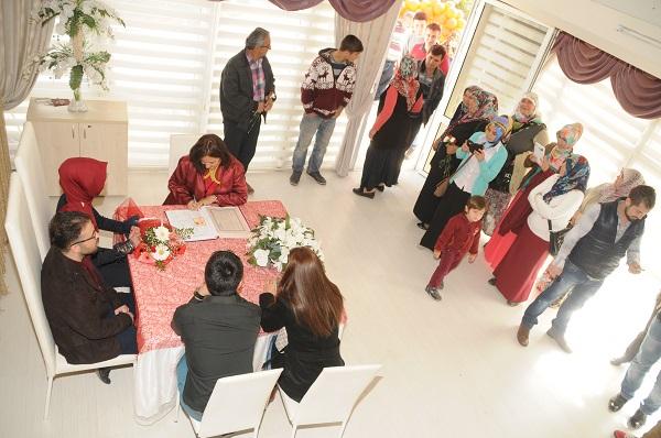 Fethiye'de yarım saatte bir nikah kıyıldı