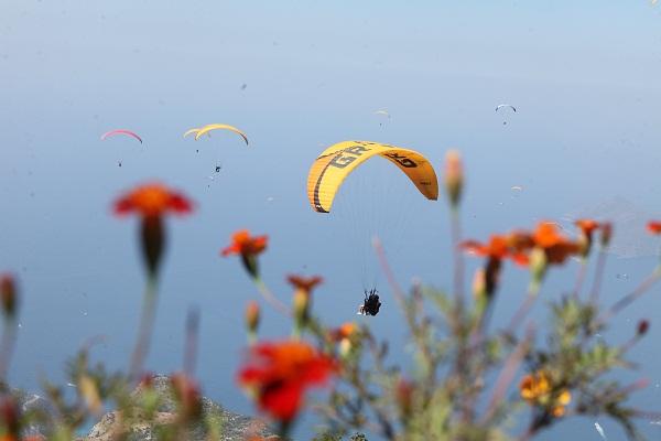 Babadağ günde 650 uçuşla rekora koşuyor