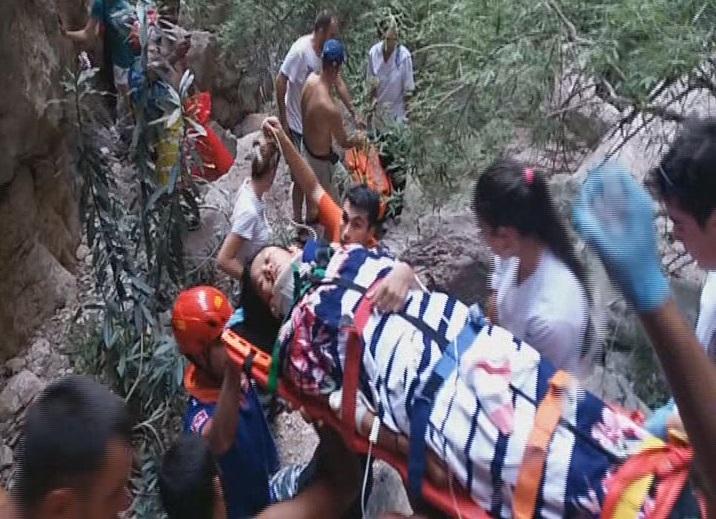 Şelaleden düşen turist kurtarıldı