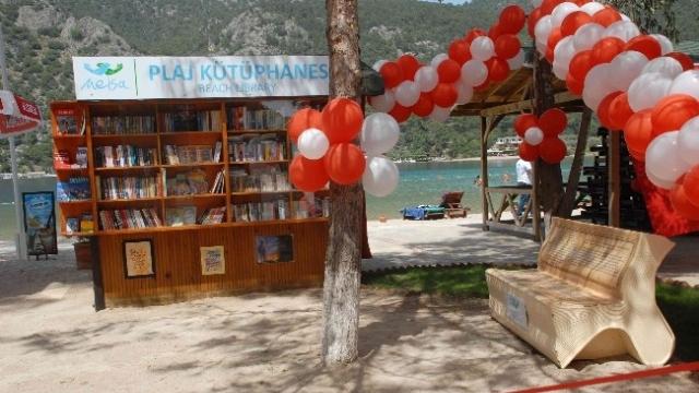 Türkiye'nin ilk plaj kütüphanesi Ölüdeniz'de açıldı