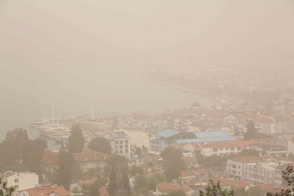 Fethiye'de toz bulutu (video)