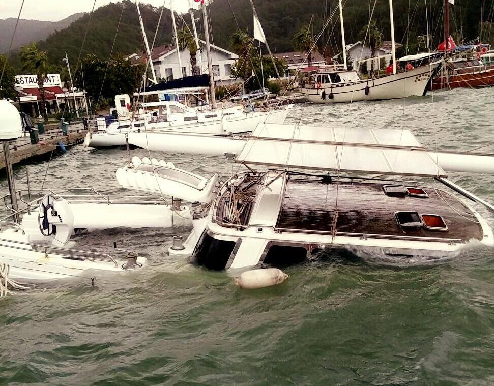 Fırtına yelkenli batırdı