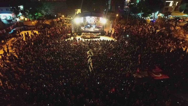 Binlerce kişi Andımız'ı okudu