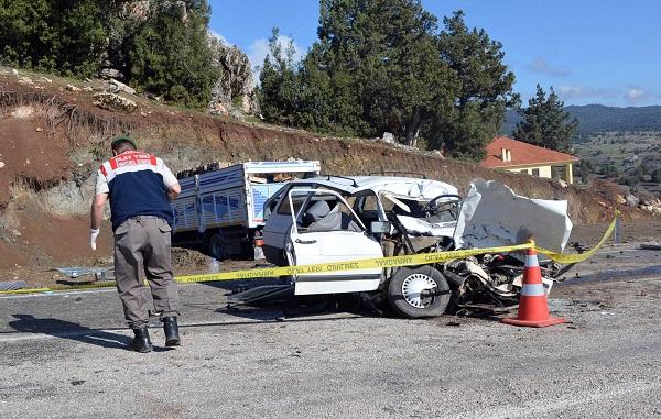İki ayrı kazada 3 kişi öldü 2 kişi yaralandı