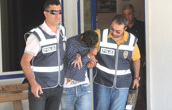 44 Sabıkalı hırsız ayakkabı çalarken yakalandı