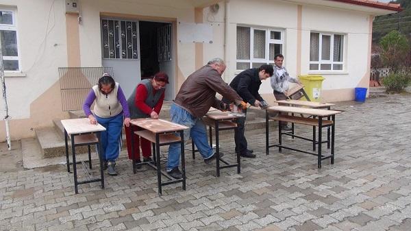 Köylüler okulun bakım ve onarımı için birlik oldu
