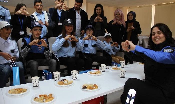 Engelli öğrenciler polis oldu