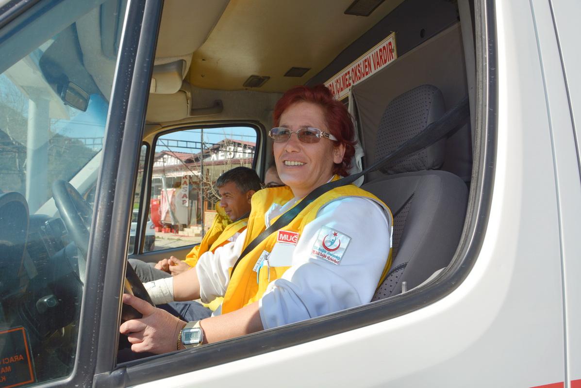 Lastik değiştiremezsin dediler, Ambulans şoförü oldu