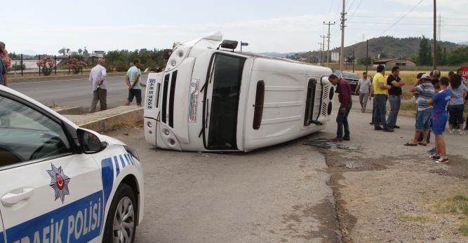 Fethiye'de öğrenci servisi devrildi: 5 yaralı