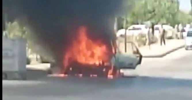 Fethiye'nin Ölüdeniz Mahallesinde seyir halindeki otomobil yandı.