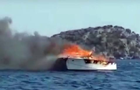 Göcek'te tekne yanarak battı