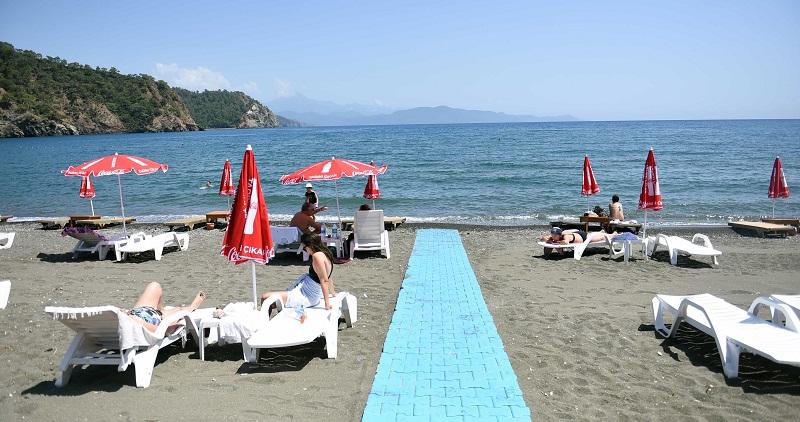 Halkın plajı olan İnlice Plajı'nda deniz sezonu açıldı