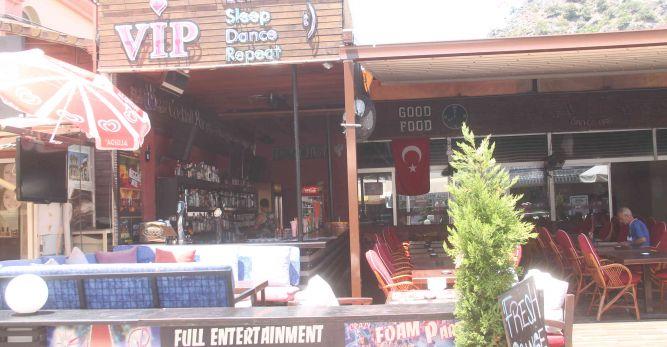 Kapatılan bar tekrar açıldı
