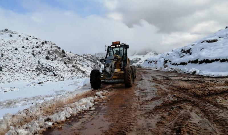 Kar yağdı, çobanlar dağda mahsur kaldı
