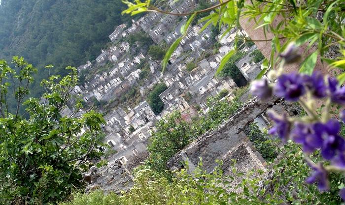 Kurumlararası anlaşmazlık Kayaköy'ü imarsız bıraktı