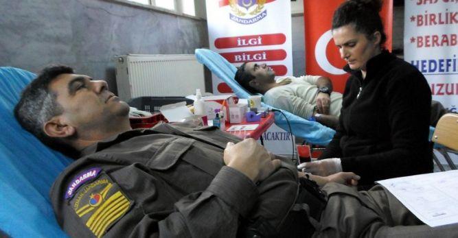 Mehmetçik'ten Kızılay'a kan desteği
