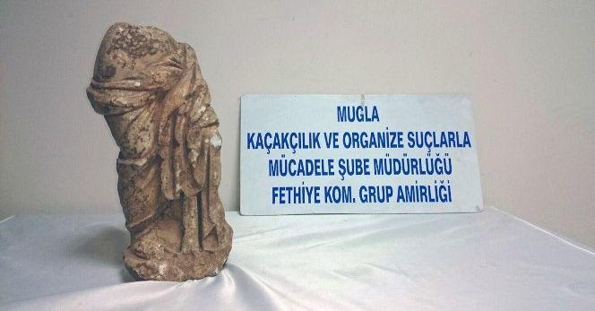 Mermer kadın heykeli ve sikke ele geçirildi