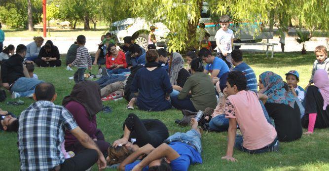 Okul servisiyle göçmen kaçakçılığı yaptılar!