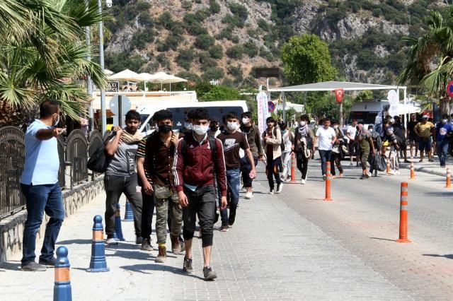 Ölüdeniz'de 97 Düzensiz Göçmen Yakalandı