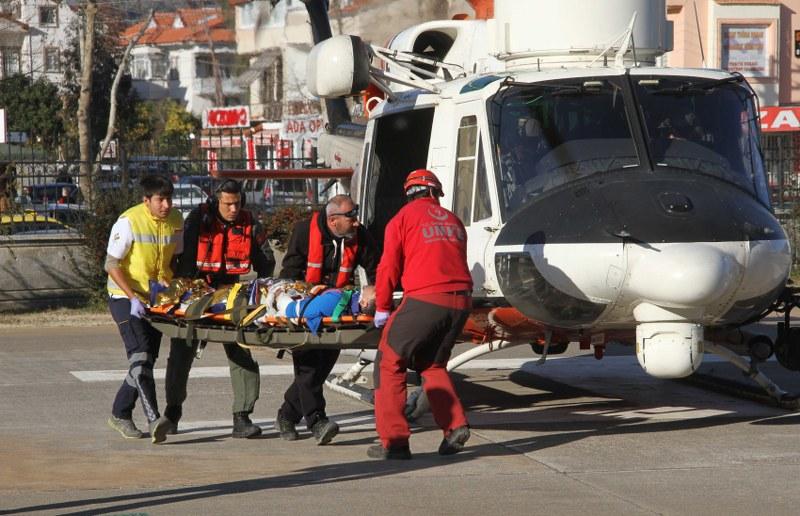 Paraşütçüler kayalıklara düştü: 2 yaralı