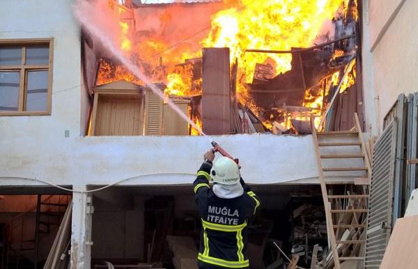 Sanayi'de çıkan yangın korkuttu