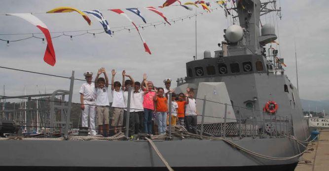 Savaş gemileri Fethiye'de halka açıldı