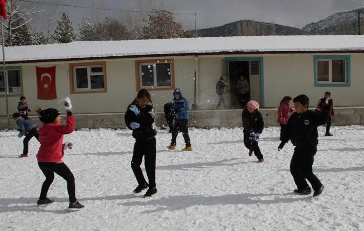 Seydikemer'in yüksek kesimlerinde etkili kar yağışı