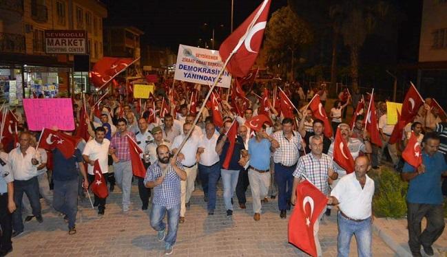 Seydikemerliler demokrasi için sokaklarda