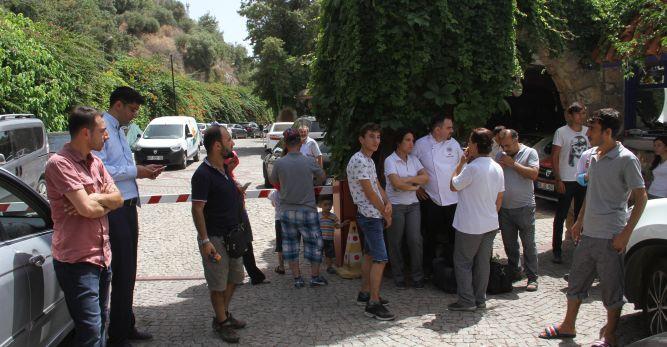 Tatilciler otel kapısında kaldı