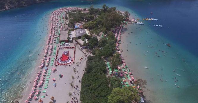 Tatilcilerden canlı kanlı Türk bayrağı