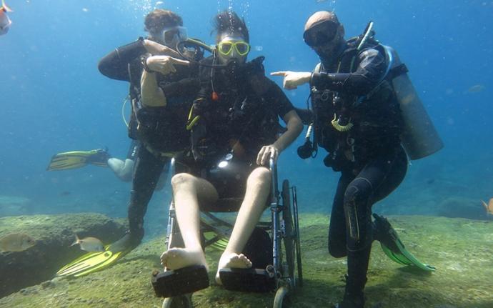 Tekerlekli Sandalyeyle Dalış Yaptı