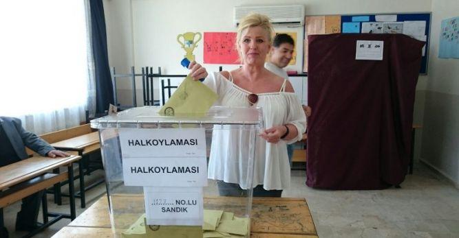 Türkiye'nin geleceği için oy kullandılar