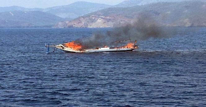 Yanan tekne sulara gömüldü
