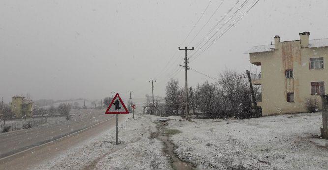 Yaylalarda kar yağışı başladı