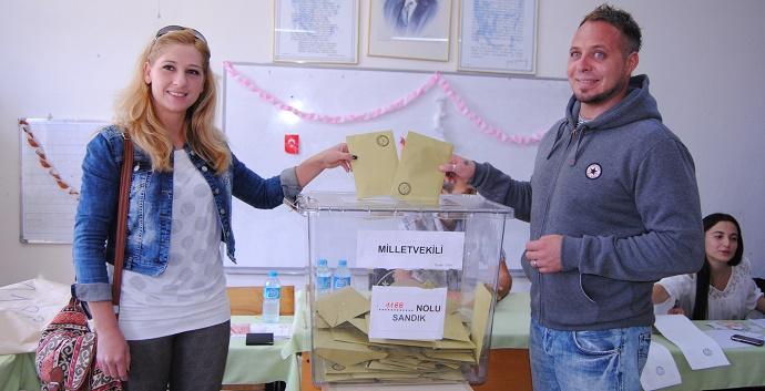 Yerleşik yabancılar oy kullandı