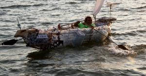 Atık Pet Şişelerden Yapılan Tekne Denize İndirildi