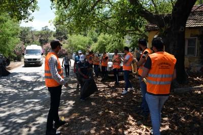 Bando eşliğinde çevre temizliği