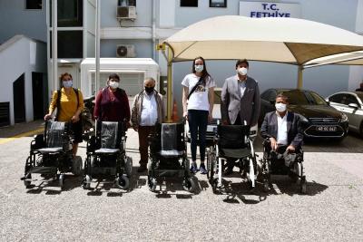 Engelli Vatandaşlara Akülü Sandalye Hediye Edildi