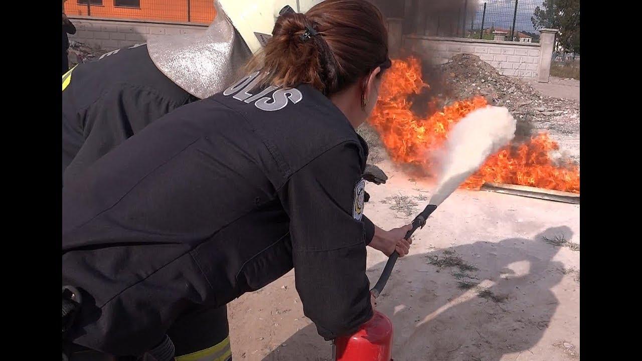 Polisler Bu Sefer Yangın Söndürüp İlk Yardım Yaptılar